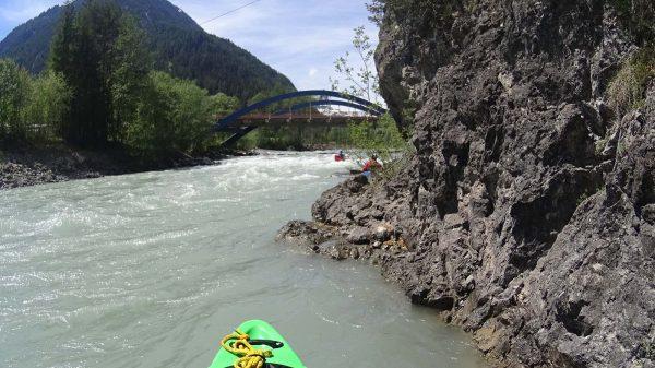 Kanufahrer an der Stockacher Brücke im Lechtal