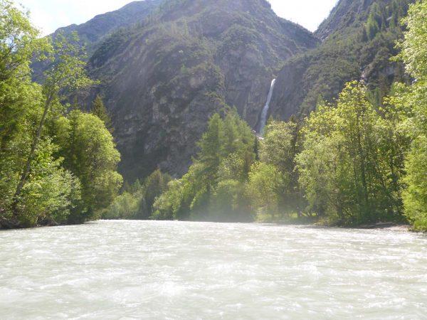 Paddeln in Tirol - Wasserfall im Lechtal